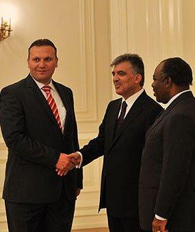 Karmod fue invitado al Palacio presidencial